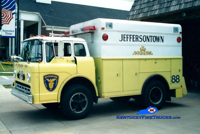 <center> RETIRED <br> Jeffersontown  Rescue 3388 <br> 1972 Ford C750/Morysville  <br> Greg Stapleton photo </center>