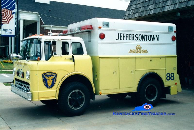 <center> RETIRED <br> Jeffersontown  Rescue 3388 <br> 1972 Ford C750/Morysville  <br> Greg Stapleton photo </center>