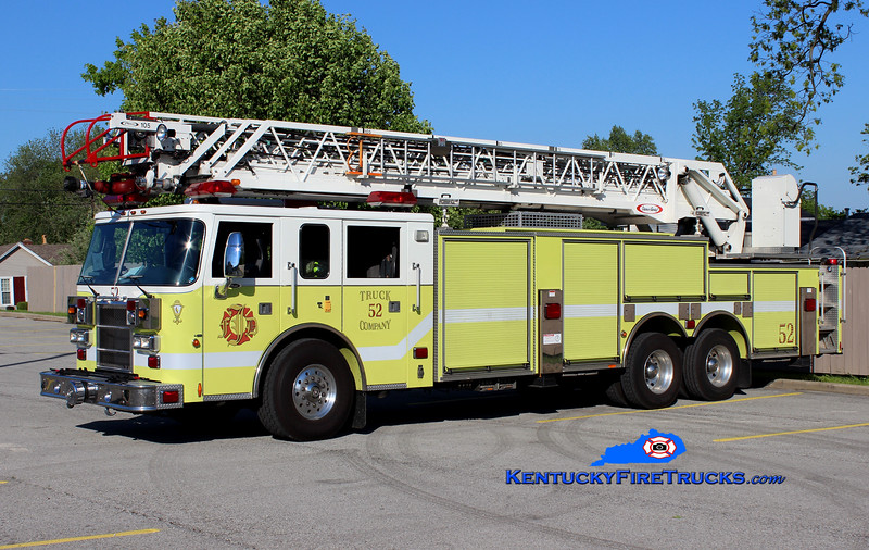 <center> Jeffersontown  Reserve Truck 3352 <br> 1999 Pierce Dash 105' <br> Greg Stapleton photo </center>