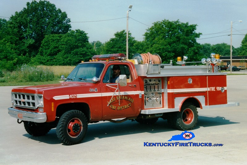 <center> RETIRED <br> Lake Dreamland  Engine 4021 <br> 1977 GMC 35 4x4/E-One 250/250 <br> Greg Stapleton photo </center>