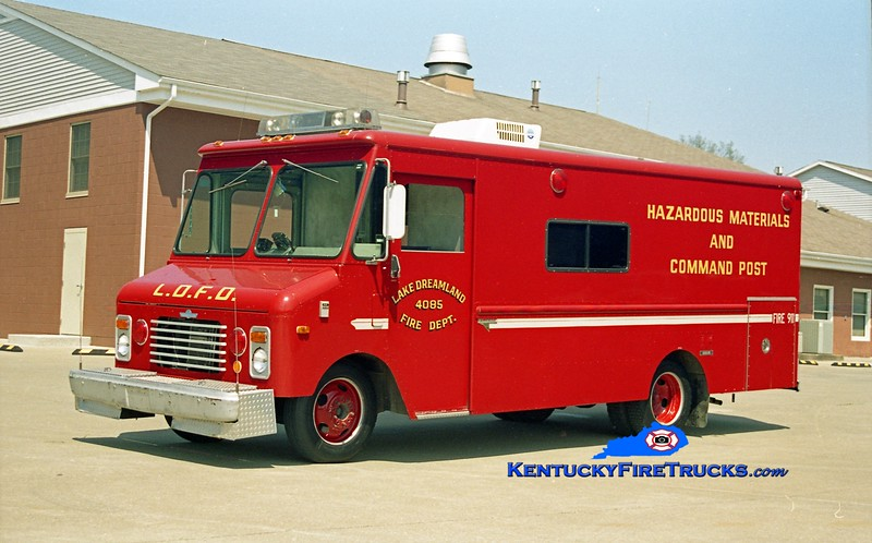<center> RETIRED <br> Lake Dreamland  Hazmat 4085 <br> 1983 GMC/Grumman-Olson/Saulsbury  <br> Kent Parrish photo </center>