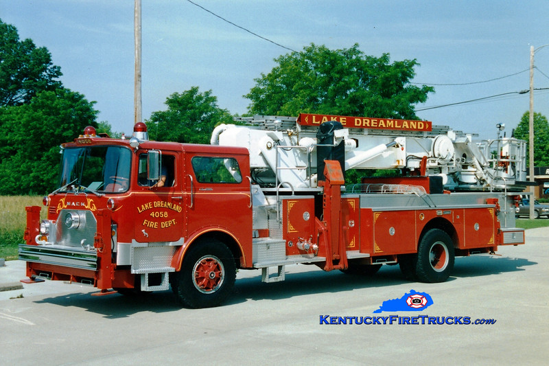 <center> RETIRED <br> Lake Dreamland  Truck 4058 <br> x-FDNY <br> 1972 Mack CF/Baker/1986 Summit 75' Aerialscope <br> Greg Stapleton photo </center>