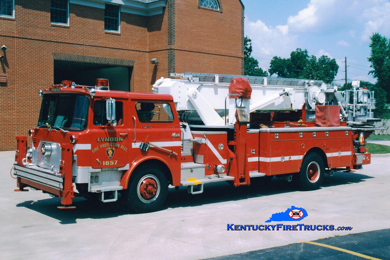 <center> RETIRED <br> Lyndon  Truck 1657 <br> 1974 Mack CF/Baker 75' Aerialscope  <br> Greg Stapleton photo </center>