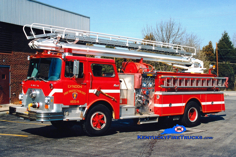 <center> RETIRED <br> Lyndon  Squrt 1654 <br> 1982 Mack CF 1500/450/50' Telesqurt <br> Greg Stapleton photo </center>