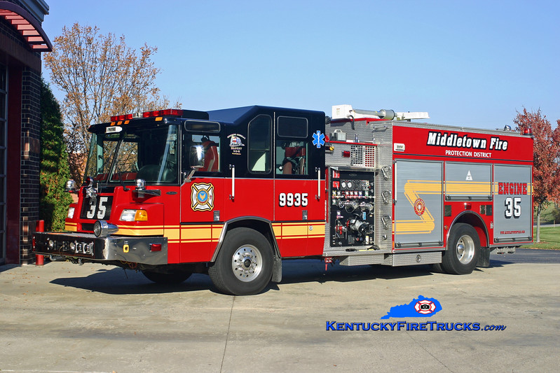 <center> NOW WITH ANCHORAGE MIDDLETOWN <br> Middletown Engine 9935 <br> x-Southaven, MS  <br> 2003 Pierce Quantum 1500/750/50 <br> Kent Parrish photo </center>