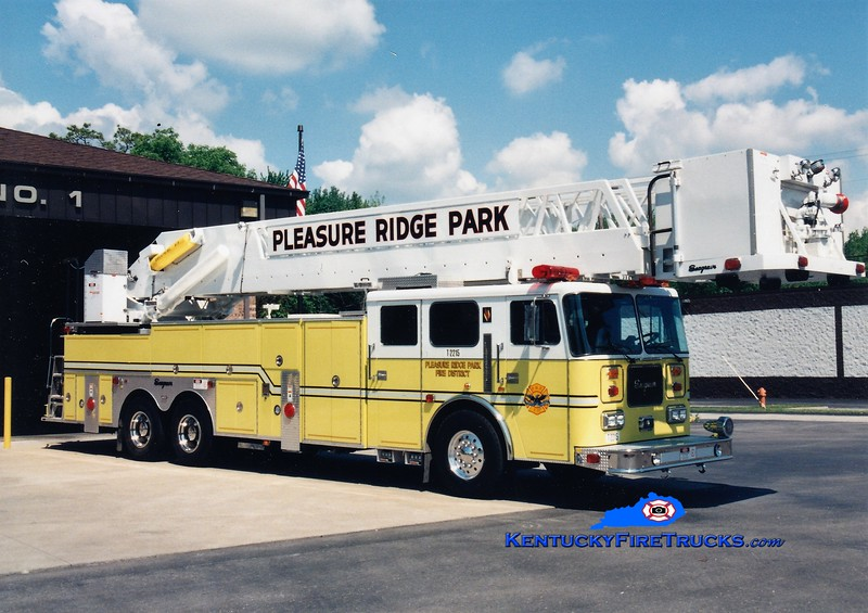 RETIRED <br /> Pleasure Ridge Park  Truck 2215<br /> 1998 Seagrave Commander 250/300/105'<br /> Greg Stapleton photo