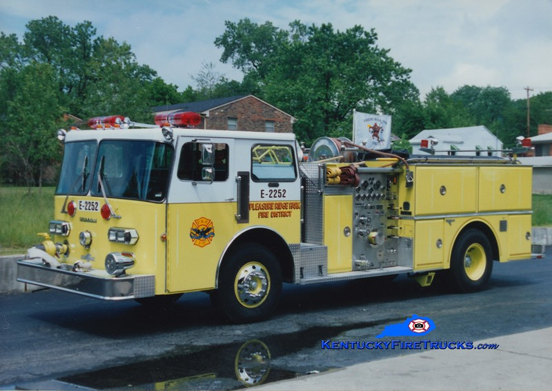 RETIRED <br /> Pleasure Ridge Park  Engine 2252<br /> 1982 Duplex D-350/Grumman 1250/750<br /> Greg Stapleton photo