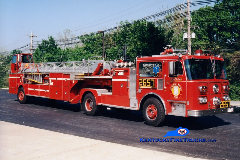 <center> RETIRED <BR> St. Matthews  Truck 2657 <br> 1980 Seagrave HT 100' <br> Greg Stapleton photo </center>