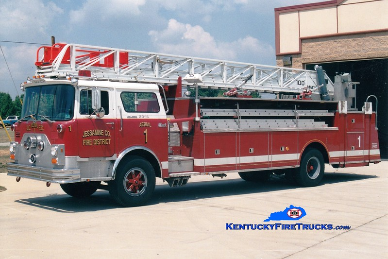 <center> RETIRED <br> Jessamine County  Aerial 1 <br> x-Barren Hill, PA <br> 1977 Mack CF/Hamerly/American LaFrance 100'  <br> Greg Stapleton photo <br> </center>
