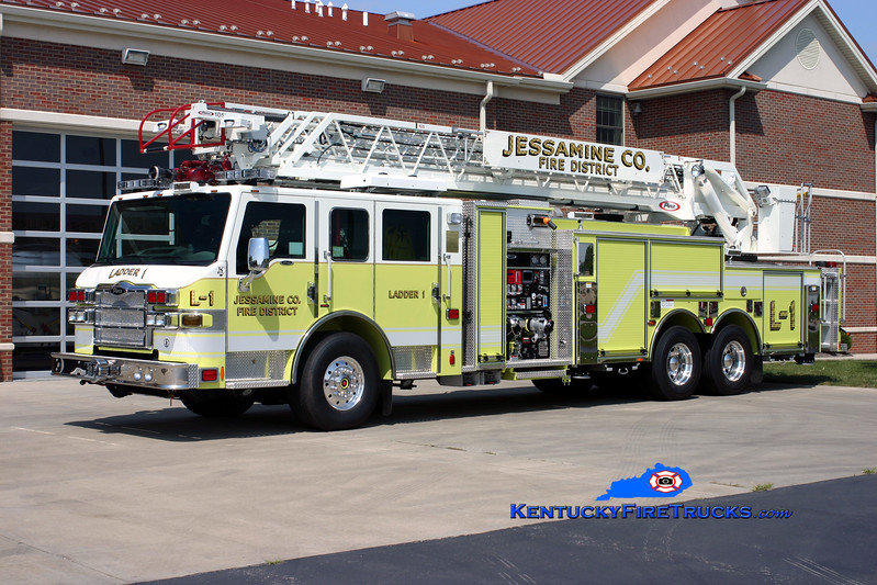 <center> Jessamine County  Ladder 1 <br> 2009 Pierce Velocity 1500/500/30/105' <br> Kent Parrish photo <br> </center>