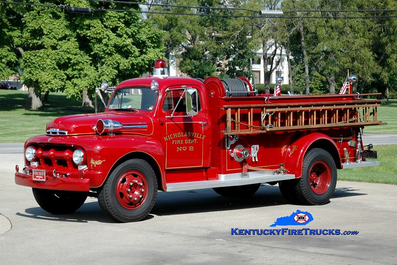 <center> Nicholasville  Antique <br> 1950 Ford F/American LaFrance 750/250 <br> Greg Stapleton photo <br> </center>