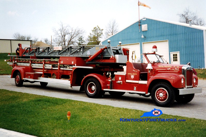 <center> RETIRED <br> Wilmore  Aerial 1 <br> x-St. Louis, MO <br> 1955 Mack B/Maxim 85' <br> Greg Stapleton photo </center>