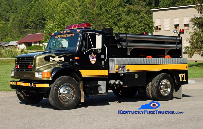 <center> Oil Springs  Tanker 1 <br> 1993 International 4900/2005 Wynn 500/1800 <br> Kent Parrish photo </center>