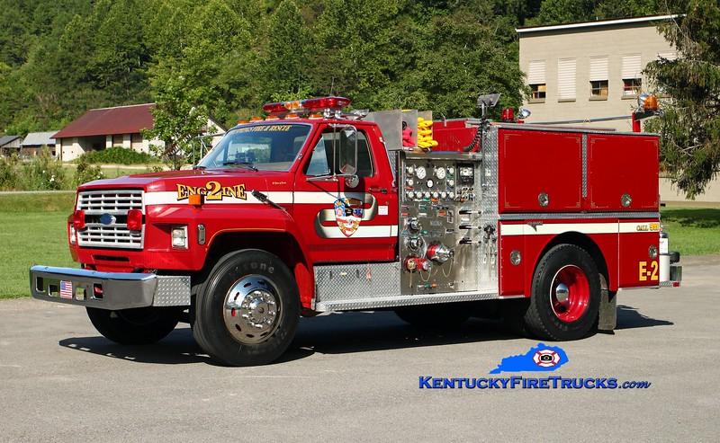 <center> Oil Springs  Engine 2 <br> x-Dickson, TN <br> 1989 Ford F-800/Grumman 1000/500 <br> Kent Parrish photo </center>