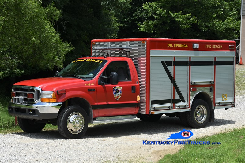 Oil Springs  Squad 2<br /> 2000 Ford F-450 4x4/E-One-Superior<br /> Greg Stapleton photo