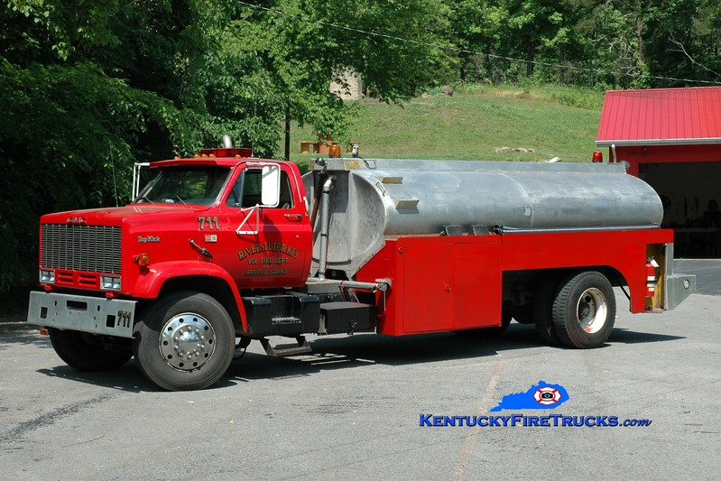 <center> River-Tutor Key  Tanker 711  <br> 1986 GMC 7000/Local 250/2500 <br> Greg Stapleton photo </center>