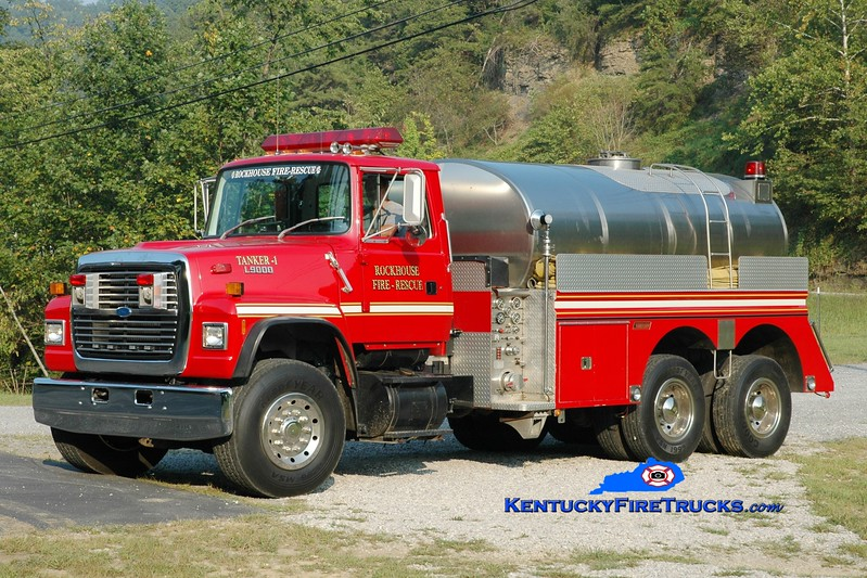 <center> Rockhouse  Tanker 1  <br> 1989 Ford L9000/Summit 500/2600 <br> Greg Stapleton photo </center>