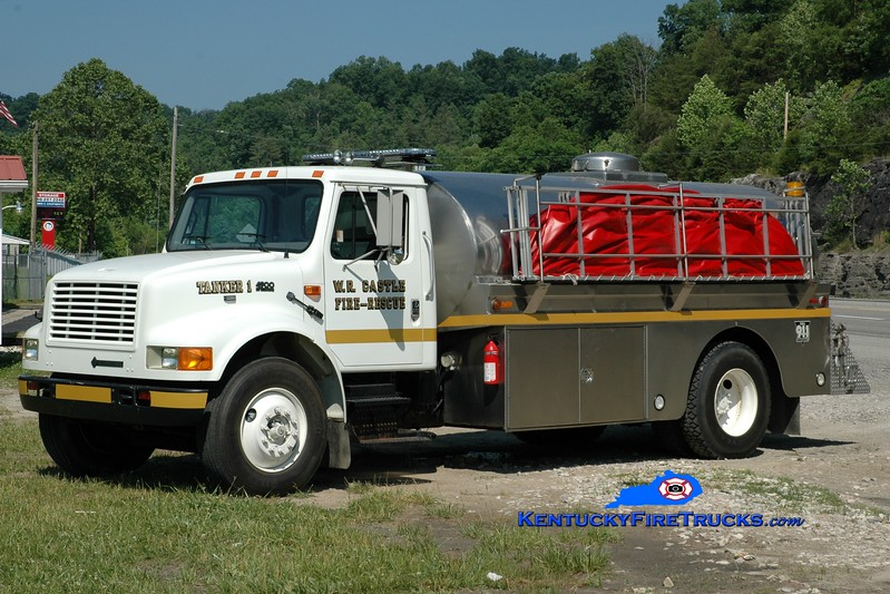 <center> RETIRED <br> W.R. Castle  Tanker 1  <br> 1996 International 4900/1981 Bluegrass 250/2200 <br> Greg Stapleton photo </center>