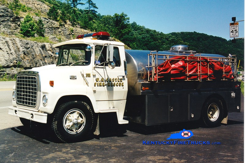 <center> RECHASSIED <br> W.R. Castle  Tanker 311  <br> 1981 Ford L/Bluegrass 250/2200 <br> Greg Stapleton photo </center>