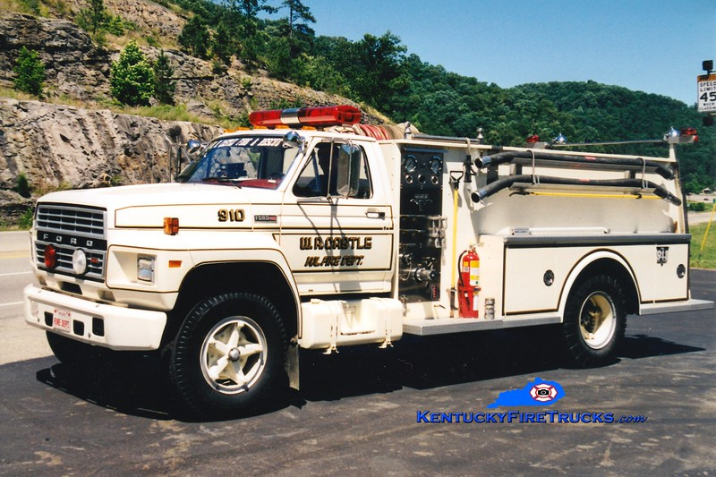 <center> RETIRED <br> W.R. Castle  Engine 910  <br> 1981 Ford F/Allegheny 300/750 <br> Greg Stapleton photo </center>