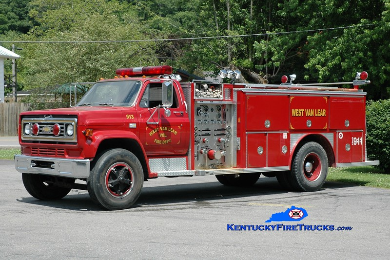 <center> RETIRED <br> West Van Lear  Engine 913  <br> x-South Webster, OH <br> 1983 Chevy C70/E-One 1000/1000 <br> Greg Stapleton photo </center>