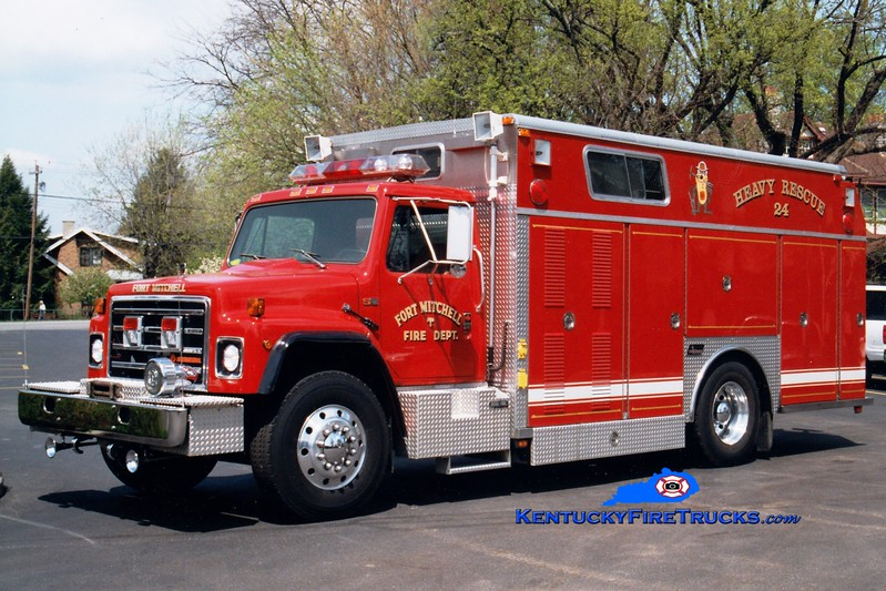 <center> Fort Mitchell  Rescue 24 <br> 1989 International/Saulsbury  <br> Greg Stapleton photo </center>