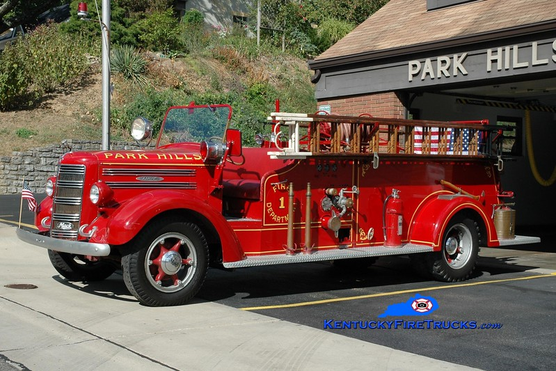 <center> Park Hills  Antique  <br> 1945 Mack E Model 500/250 <br> Greg Stapleton photo </center>