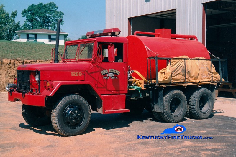 <center> RETIRED <br> Piner-Fiskburg  Tanker 1269 <br> 1981 AM General 6x6/PFFD 260/1600 <br> Greg Stapleton photo </center>
