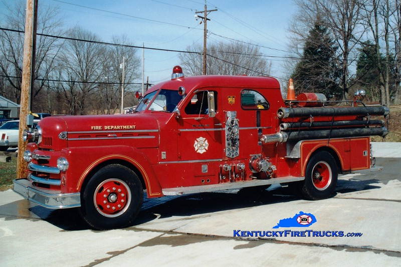 <center> RETIRED <br> Ryland Heights  Engine 552 <br> x-Covington, KY <br> 1963 Seagrave 1000/500 <br> Greg Stapleton photo </center>