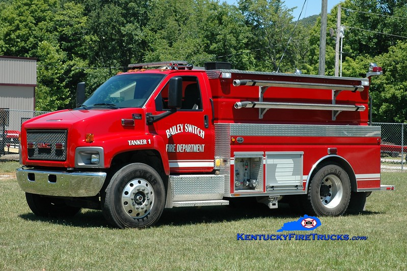 <center> Bailey Switch  Tanker 1 <br> 2007 GMC 7500/Wynn 250/2000 <br> Greg Stapleton photo </center>