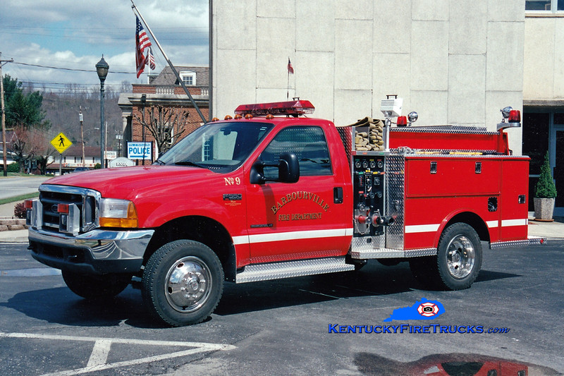 <center> Barbourville Engine 9  <br> 2002 Ford F-550 4x4/Wynn 500/400 <br> Greg Stapleton photo </center>