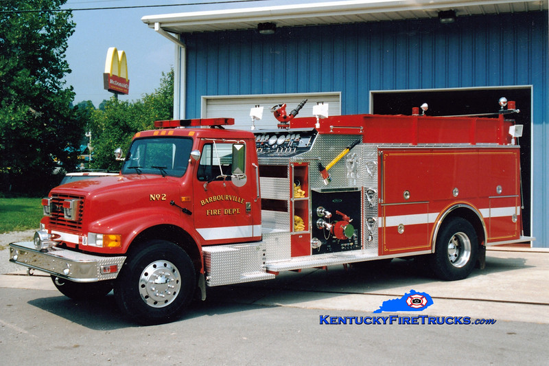 <center> Barbourville Engine 2  <br> 1995 International 4900/Pierce 1250/1250 <br> Greg Stapleton photo </center>