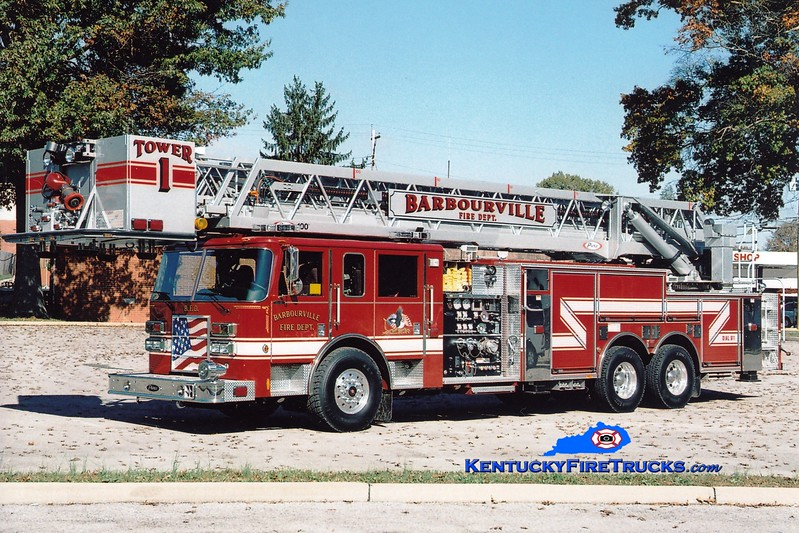<center> Barbourville Tower 1  <br> 2005 Pierce Dash 2000/300/100'  <br> Greg Stapleton photo </center>