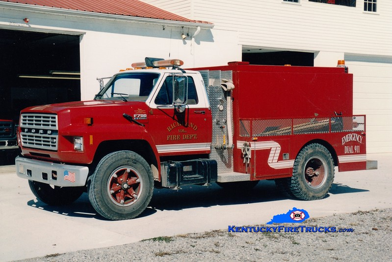 <center> Richland  Tanker 4  <br> 1986 Ford F/Wynn 250/1400 <br> Greg Stapleton photo </center>