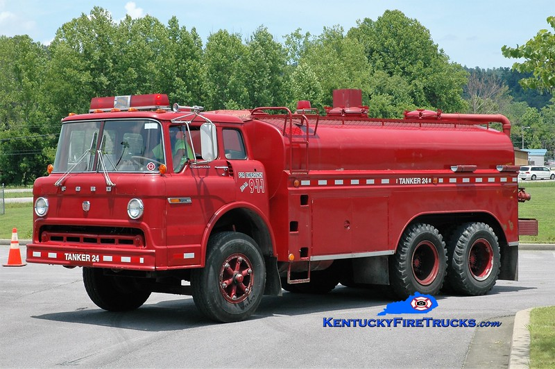 Stinking Creek  Tanker 2<br /> 1970 Ford C-900/Local 250/3000<br /> Greg Stapleton photo