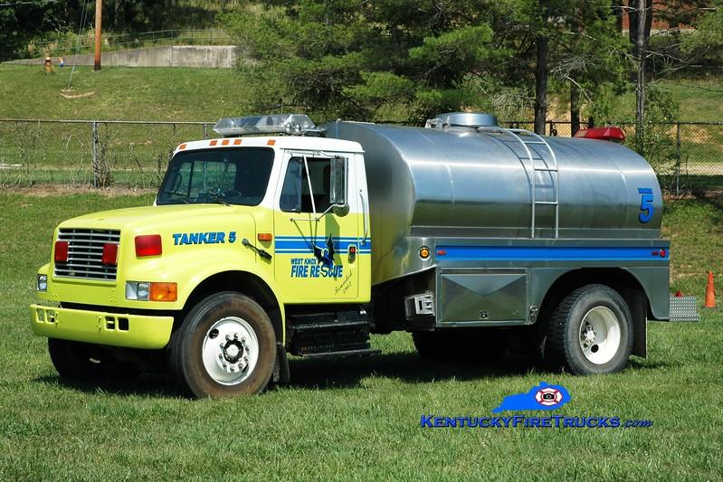 <center> West Knox  Tanker 5  <br> 1990 International 4900/Bluegrass  250/2000 <br> Greg Stapleton photo </center>