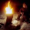 Antti Sarre talviverkoilla, Inarijärvi tammikuu 1985_ Vittjar nät, januari_ Fishing