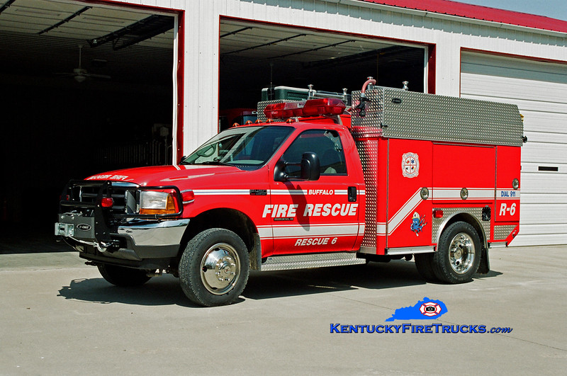 <center> Buffalo  Rescue 6 <br> 2001 Ford F-450 4x4/E-One/Superior 100/360/20 <br> Kent Parrish photo </center>