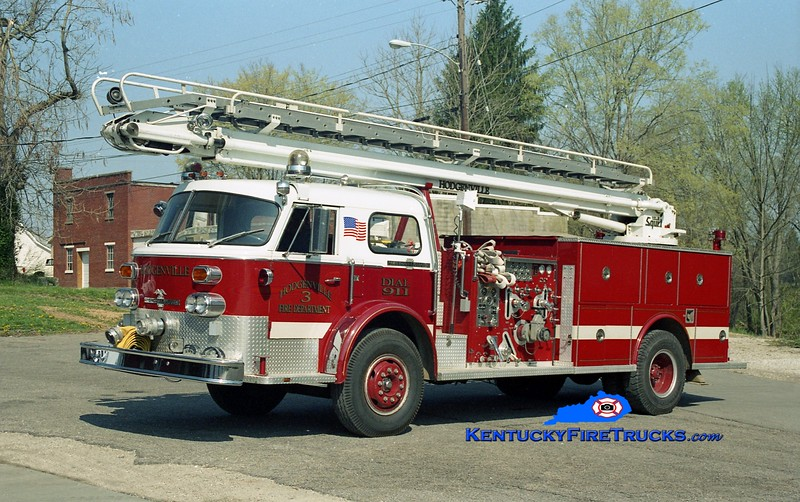 <center> RETIRED <br> Hodgenville  Engine 3 <br> x-Van Buren Twp, MI <br> 1972 American LaFrance 1000 Series 1250/500/50' Telesqurt <br> Kent Parrish photo </center>