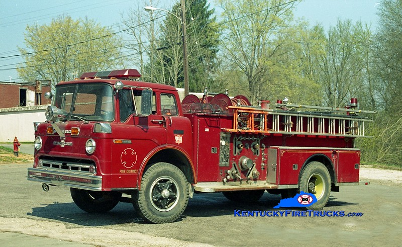 <center> RETIRED <br> Larue County  Engine 5 <br> x-Pleasure Ridge Park, KY <br> 1972 Ford C-900/American LaFrance 1000/1000 <br> Kent Parrish photo </center>