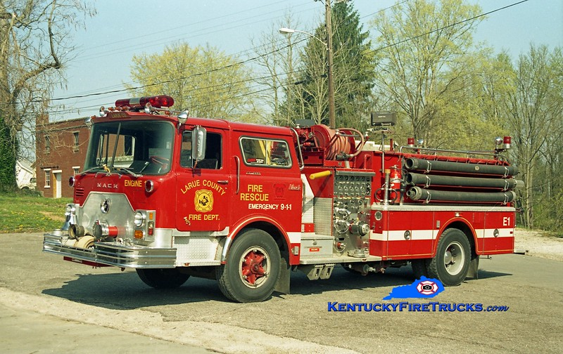<center> Larue County  Engine 1 <br> x-Bordentown Twp, NJ <br> 1973 Mack CF/1988 Swab 1250/1000 <br> Kent Parrish photo </center>