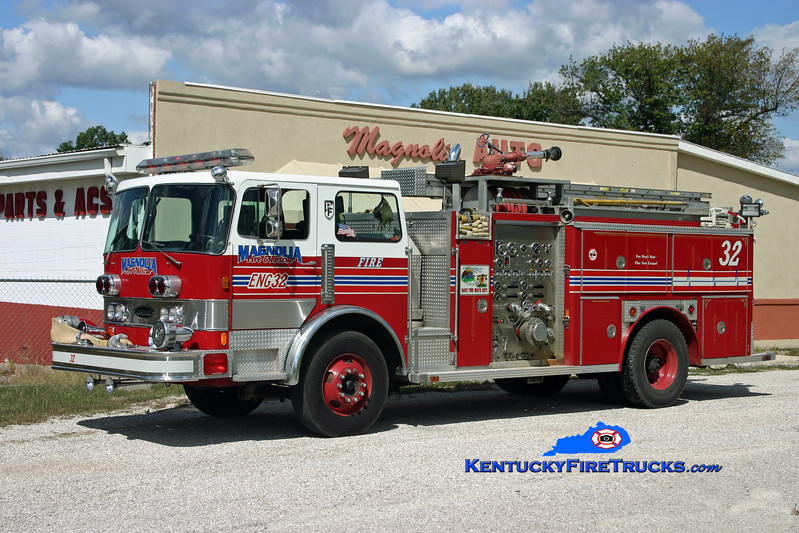 <center> RETIRED <br> Magnolia Engine 32 <br> x-Okolona, KY <br> 1982 Pemfab/E-One 1500/750 <br> Kent Parrish photo </center>