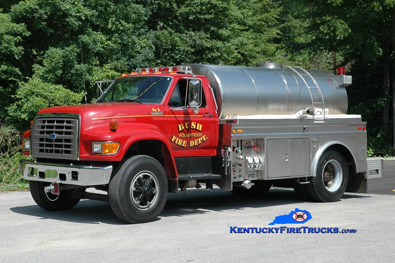 <center> Bush  Tanker 6 <br> 1995 Ford F-800/Starr Stainless 500/1800<br> Greg Stapleton photo </center>