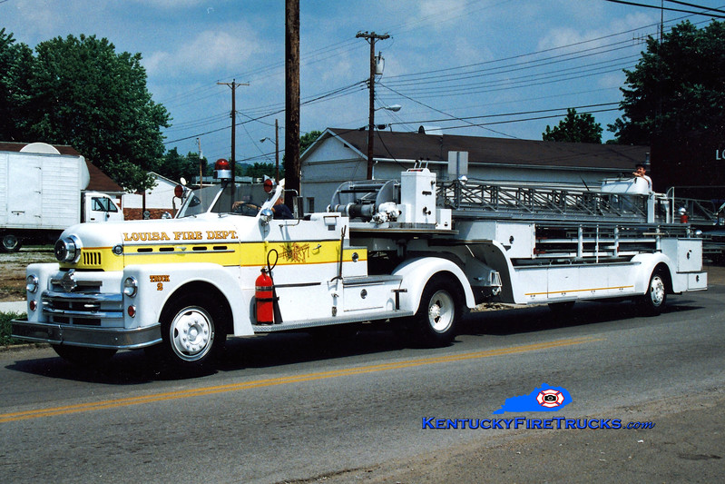 <center> RETIRED <br> Louisa  Truck 2  <br> x-St. Bernard, OH <br> 1958 Seagrave 900T 100' <br> Greg Stapleton photo </center>