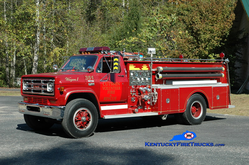 <center> Cutshin  Engine 351 <br> 1977 GMC 6500/Darley 750/1000 <br> Greg Stapleton photo </center>
