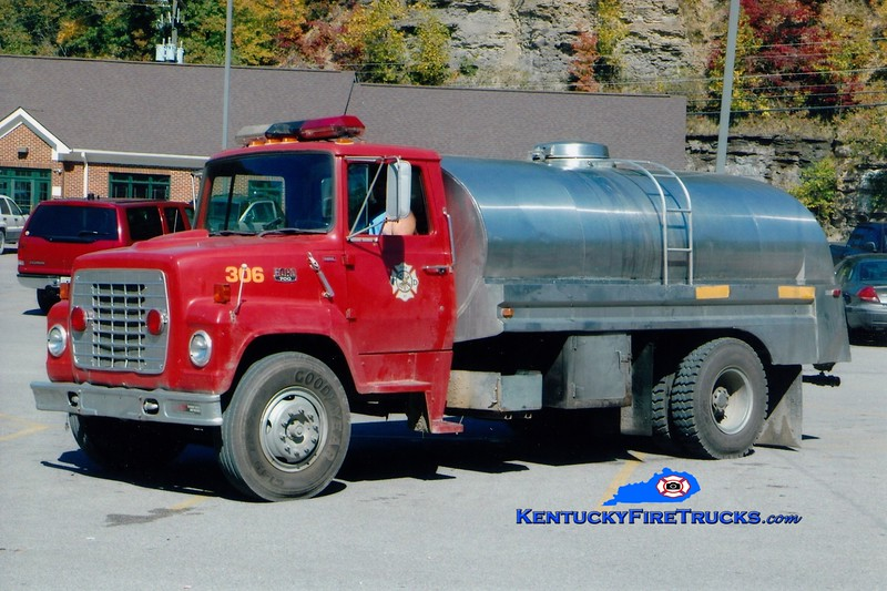 Hyden-Leslie County  Tanker 306<br /> x-Viper, KY<br /> 1986 Ford LN/Bluegrass/1962 Progress 250/2000<br /> Greg Stapleton photo