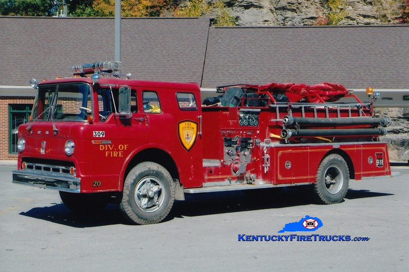 RETIRED<br /> Hyden-Leslie County  Engine 309<br /> x-Lebanon, OH <br /> 1970 Ford C/Pirsch 1000/500<br /> Greg Stapleton photo