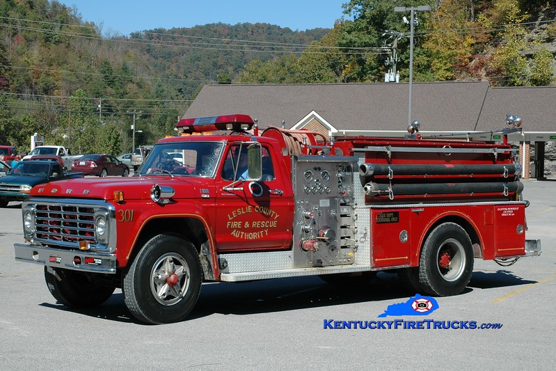 <center> RETIRED <br> Hyden-Leslie County  Engine 301  <br> 1979 Ford F-800/Grumman 1000/1000 <br> Greg Stapleton photo <br> </center>