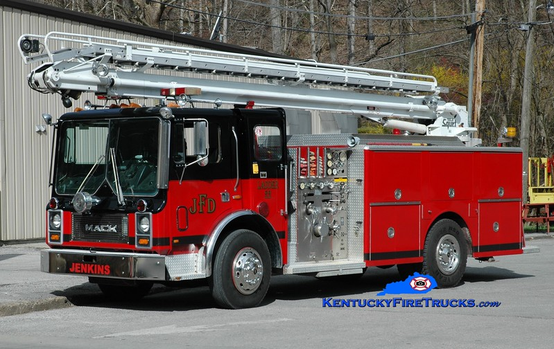 Jenkins  Ladder 22<br /> x-Clarksville, TN <br /> 1987 Mack MC/Ward 79 1000/500/50' TeleSqurt<br /> Greg Stapleton photo