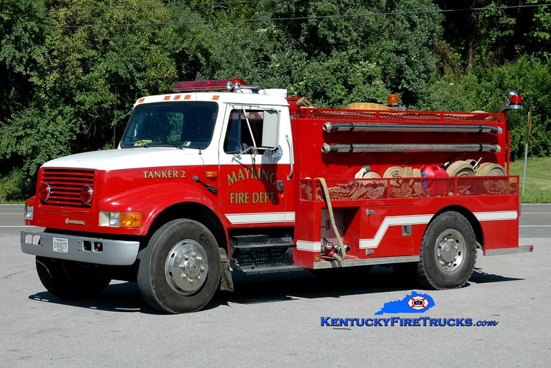 <center> Mayking  Tanker 2 <br> 1992 International 4900/2001 Wynn  400/1900 <br> Greg Stapleton photo <br> </center>
